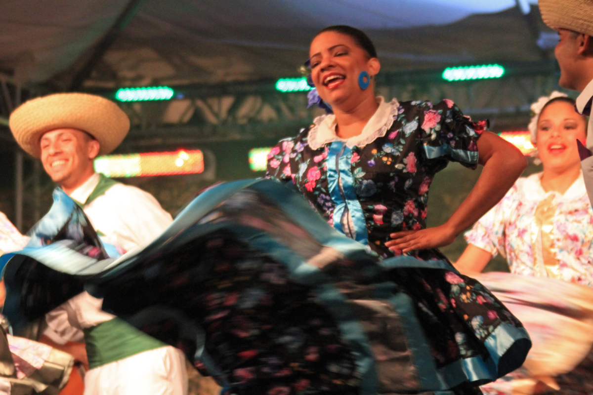 folklorico_dancer_2